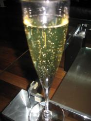 お先に・・・シャンパンをいただきました(^^ゞ