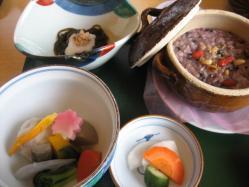 黒豆粥、もずく、煮物、漬け物