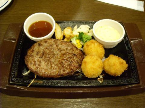 ステーキガスト・ハンバーグ&ホタテフライ