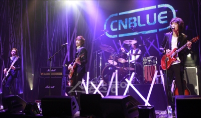 CNBLUElive003.jpg