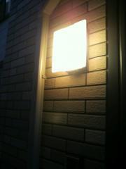 玄関屋外灯点灯