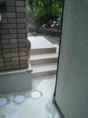 玄関ステップ狭い通路