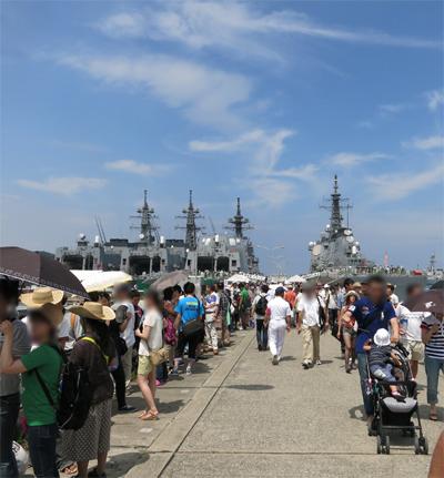 桟橋に護衛艦4隻。