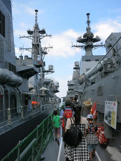 左舷甲板。