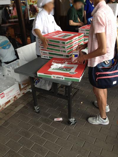 ピザでけぇ!