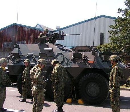 戦車と自衛隊員さん