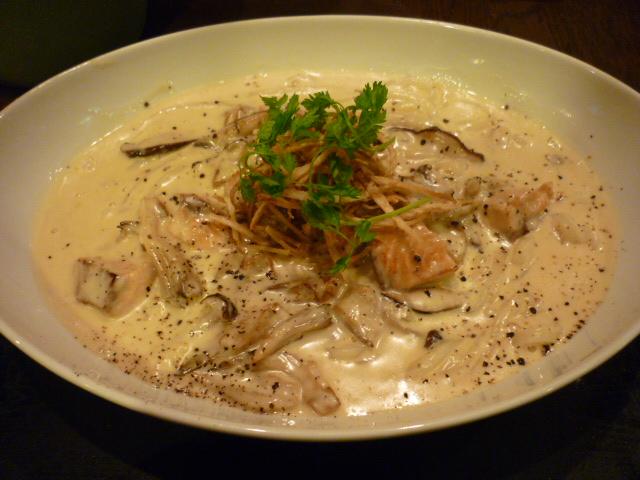 秋鮭とキノコのクリームUDON
