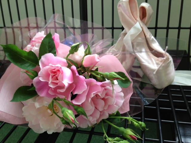 ポアントとバラの花