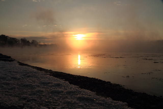 112川に映える日の出