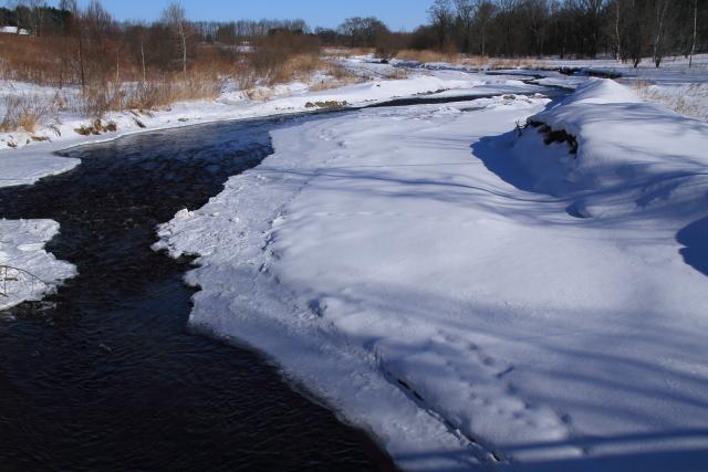 185ゆったりと流れる川
