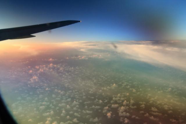 019飛行機の中から見た朝焼け