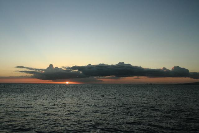 312雲の合間からの夕陽