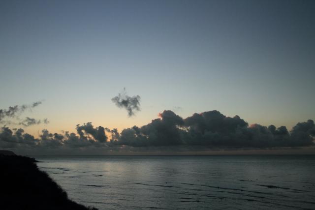 317水平線に雲が