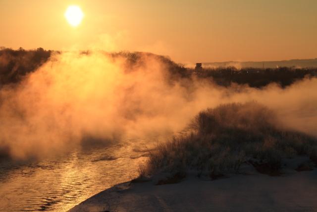 062光る川面