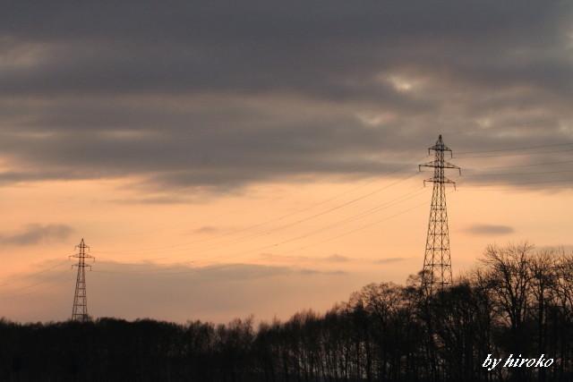 711夕景に中の鉄塔