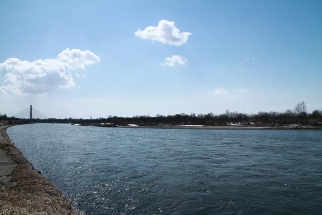 044雪解けで増水した十勝川