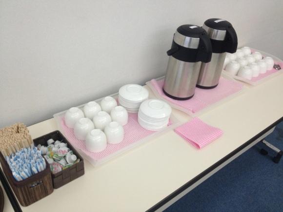 ホットコーヒー陶器提供