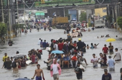 the-flooded-streets-of-m-manila-during-august-ghost-month-ph-news-yahoo-com.jpg