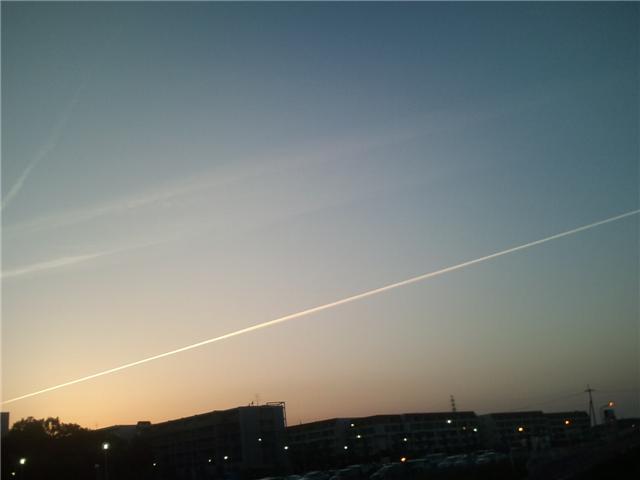 5月16日の夕方に見たケムトレイル