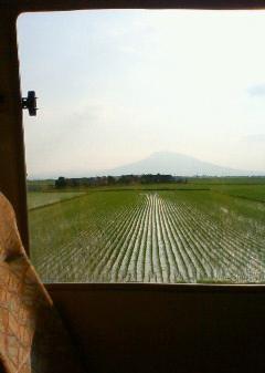 バスの車窓から見えた岩木山