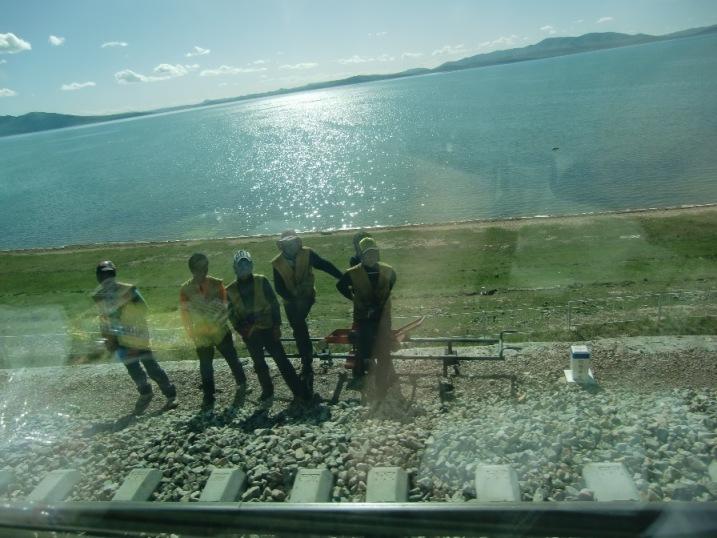 チベット鉄道を作ってる人々