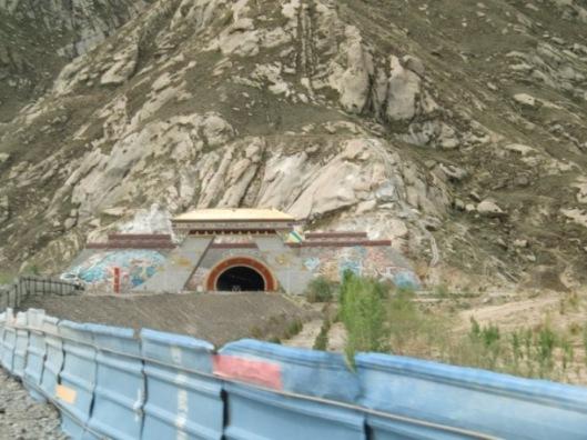 ラサのトンネル