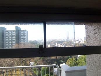 サッシの小窓