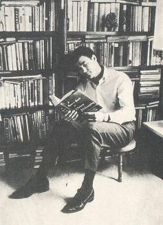 読書するブルース・リー