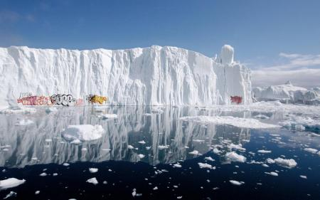 Graffiti on Polar icebergs_2