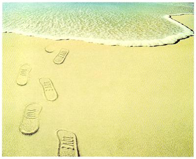 砂浜に足跡