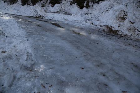 林道は凍結