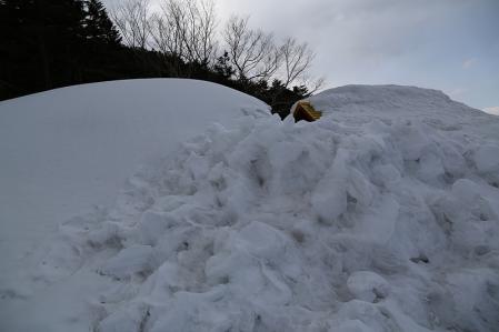 埋る冬季小屋