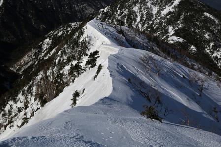 雪稜を下る