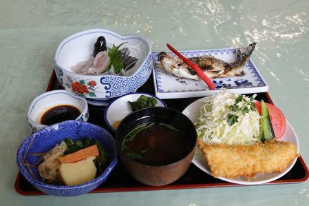 足助 レストラン紅葉 ます定食(竹 1800円)