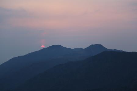 剣山から日が昇る