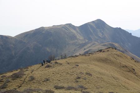西熊山から三嶺を振り返る