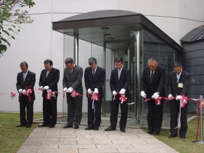 北海道銀行コレクション展テープカット