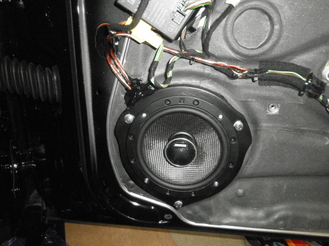 メルセデスベンツ AMG C63 W204型のオーディオをグレードアップします