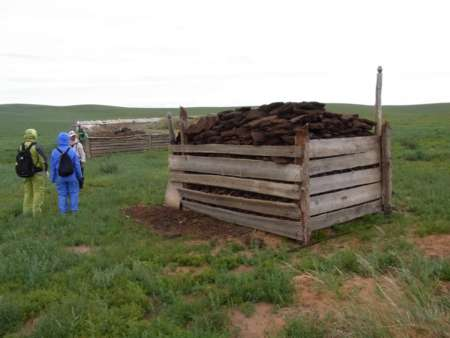 家畜の糞小屋