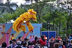 黄獅子飛ぶ