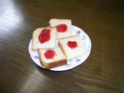 いちごジャムパン
