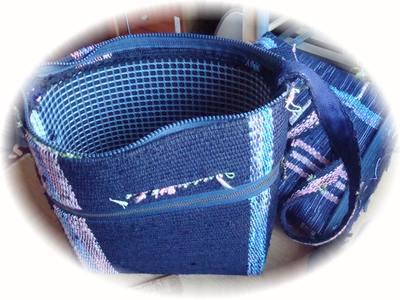 紺色のバッグ1