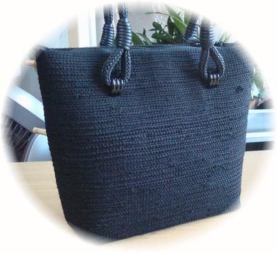 黒のバッグが