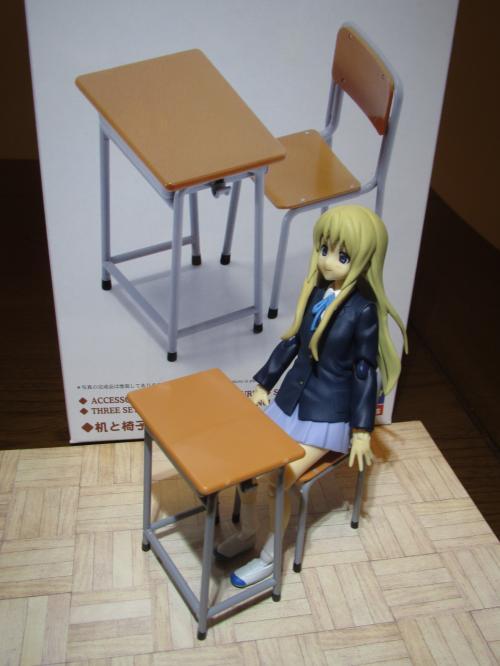 机と椅子と紬