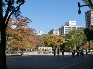 秋深まる、横浜公園。