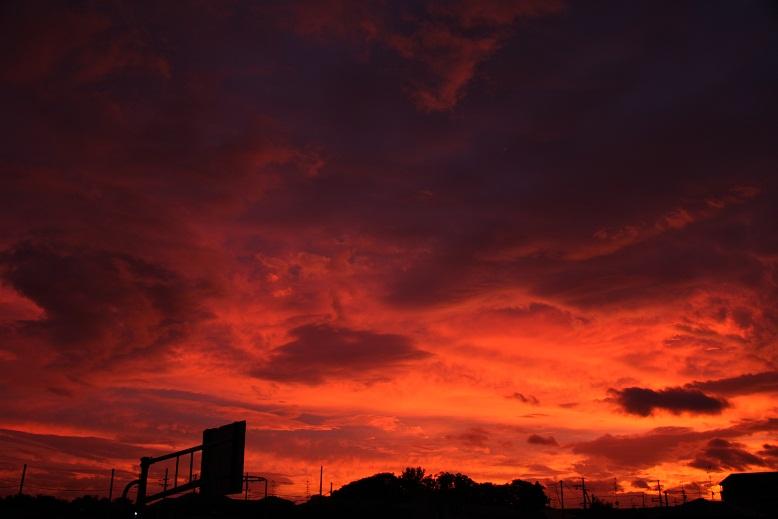 台風前、朝焼け、2