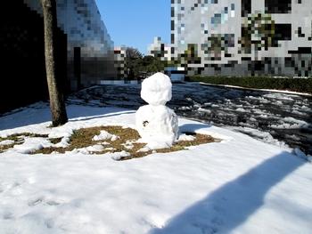 誰かが雪だるまを~