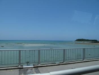 瀬長島付近の海