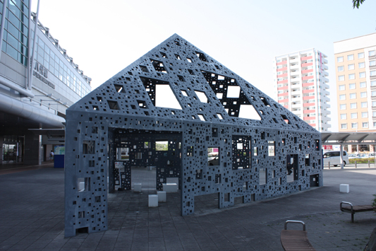 新八代駅前モニュメント のコピー