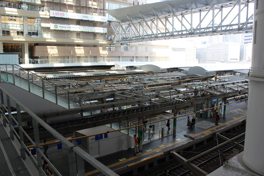 110925N大阪駅 (37)のコピー